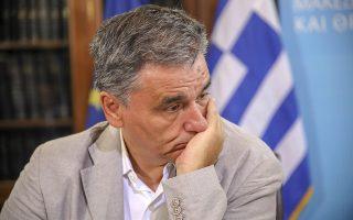 Ο πρωθυπουργός, Αλέξης Τσίπρας (δεν εικονίζεται) και ο υπουργός Οικονομικών  Ευκλείδης Τσακαλώτος συνομιλούν με τους εκπροσώπους παραγωγικών φορέων από τη βόρεια Ελλάδα, κατά τη διάρκεια της συνάντησής τους, ενόψει των εγκαινίων της Διεθνούς Έκθεσης Θεσσαλονίκης, το  Σάββατο 1 Σεπτεμβρίου 2018,  στο γραφείο του στη Θεσσαλονίκη.   ΑΠΕ ΜΠΕ/PIXEL/ΜΠΑΡΜΠΑΡΟΥΣΗΣ ΣΩΤΗΡΗΣ