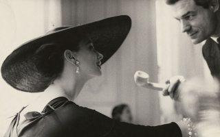 Η επιτομή της κομψότητας: από φωτογράφιση της θρυλικής Λίλιαν Μπάσμαν, για το περιοδικό Harper's Bazaar, το 1955.