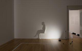 Εργο της Κούμι Γιαμασίτα από την έκθεση «Black Out: Silhouettes Then and Now», στο Smithsonian Portrait Gallery της Ουάσιγκτον.