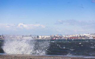 Θυελλώδεις βορειοδυτικοί άνεμοι που τοπικά φτάνουν τα 7 με 8 μποφόρ πνέουν στη πόλη της Θεσσαλονίκης. Θεσσαλονίκη, Πέμπτη 18 Ιανουαρίου 2018. ΑΠΕ ΜΠΕ/PIXEL/ΜΠΑΡΜΠΑΡΟΥΣΗΣ ΣΩΤΗΡΗΣ