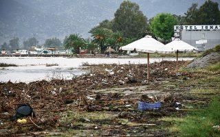 steilte-sto-kathimerini-gr-fotografies-kai-vinteo-apo-tis-katastrofes-toy-kyklona0