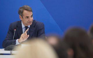 Ο κ. Μητσοτάκης, μιλώντας στο συντονιστικό των «γαλάζιων» τομεαρχών, διεμήνυσε ότι όλα τα όπλα βρίσκονται πάνω στο τραπέζι – συμπεριλαμβανομένης της πρότασης δυσπιστίας κατά της κυβέρνησης.