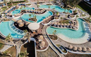 Ο όμιλος Μήτση στα 17 ξενοδοχεία του διαθέτει 5.440 δωμάτια, στα οποία πραγματοποιεί 2,5 εκατομμύρια διανυκτερεύσεις από 350.000 επισκέπτες ετησίως. Στη φωτογραφία, άποψη του ξενοδοχείου Norida στην Κω.