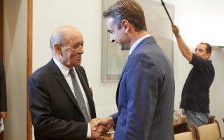 Ο πρόεδρος της Νέας Δημοκρατίας Κυριάκος Μητσοτάκης (Δ) συναντήθηκε με τον Γάλλο υπουργό Εξωτερικών και Ευρωπαϊκών Υποθέσεων  Jean-Yves Le Drian (Α), στο γραφείο του στη Βουλή, Πέμπτη 6 Σεπτεμβρίου 2018. ΑΠΕ-ΜΠΕ/ΓΡΑΦΕΙΟ ΤΥΠΟΥ ΝΔ/ΔΗΜΗΤΡΗΣ ΠΑΠΑΜΗΤΣΟΣ