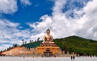 Το επιχρυσωμένο άγαλμα Great Buddha Dordenma στη Θίμφου, την πρωτεύουσα του Μπουτάν. (ΦΩΤΟΓΡΑΦΙΑ: Poras Chaudhary/The New York Times)