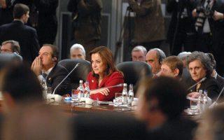 Το 2008 στο Βουκουρέστι, σύμφωνα με συνομιλητές της τότε υπουργού Εξωτερικών Ντόρας Μπακογιάννη (στη φωτ. με τον Κώστα Καραμανλή), η Αθήνα θα μπορούσε να αποδεχθεί το «Βόρεια Μακεδονία», αλλά δεν θα έκανε οποιαδήποτε υποχώρηση στην εθνότητα και στη γλώσσα.