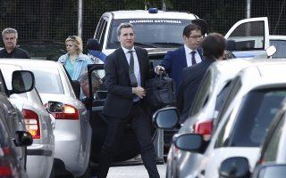 Εκπρόσωποι των θεσμών καταφθάνουν στο υπουργείο Δικαιοσύνης όπου πραγματοποιούνται οι συναντήσεις με τα στελέχη της κυβέρνησης
