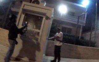 Στιγμιότυπο από το βίντεο που έδωσαν στη δημοσιότητα μέλη του «Ρουβίκωνα» λίγες ώρες μετά την επίθεση στην πρεσβεία του Ιράν.
