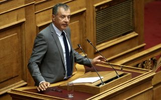 Ο επικεφαλής του Ποταμιού Σταύρος Θεοδωράκης μιλάει στην Ολομέλεια της Βουλής στη συζήτηση προ Ημερησίας Διατάξεως, με πρωτοβουλία του αρχηγού της αξιωματικής αντιπολίτευσης και προέδρου της Νέας Δημοκρατίας Κυριάκου Μητσοτάκη, σε επίπεδο αρχηγών κομμάτων, με θέμα την Οικονομία, τις αποφάσεις του Eurogroup και τις  δεσμεύσεις  που ανέλαβε η κυβέρνηση, Αθήνα, Πέμπτη 05 Ιουλίου 2018. . ΑΠΕ-ΜΠΕ/ΑΠΕ-ΜΠΕ/ΣΥΜΕΛΑ ΠΑΝΤΖΑΡΤΖΗ