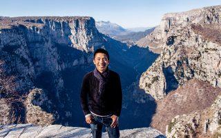 Ο συγγραφέας και φωτογράφος Στίβεν Ταγκλ από την Καλιφόρνια γνώρισε την Ελλάδα μέσω μιας Fulbright υποτροφίας, έμαθε να μιλάει τη γλώσσα μας και πλέον ζει μόνιμα στην Αθήνα. © Steven Tagle