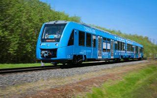 stis-rages-tis-germanias-to-proto-ston-kosmo-galliko-treno-poy-kineitai-me-ydrogono-2273470