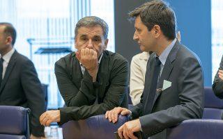 Ο υπουργός Οικονομικών Ευκλείδης Τσακαλώτος (Α) και ο αναπληρωτής υπουργός Οικονομικών Γεώργιος Χουλιαράκης (Δ) συνομιλούν κατά την διάρκεια της συνεδρίασης των υπουργών οικονομικών της ευρωζώνης, στο Λουξεμβούργο, Πέμπτη 21 Ιουνίου 2018. ΑΠΕ-ΜΠΕ/European Union/Zucchi Enzo