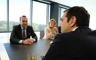 (Ξένη Δημοσίευση)  Ο πρωθυπουργός Αλέξης Τσίπρας, συνομιλεί με τον επικεφαλής του Ευρωπαϊκού Λαϊκού Κόμματος (ΕΛΚ) στο Ευρωπαϊκό Κοινοβούλιο Μάνφρεντ Βέμπερ, κατά τη διάρκεια της συνάντησής τους, την Τρίτη 11 Σεπτεμβρίου 2018.  Ο πρωθυπουργός πραγματοποίησε ομιλία στην Ολομέλεια του Ευρωπαϊκού Κοινοβουλίου στο Στρασβούργο για το μέλλον της Ευρώπης.  ΑΠΕ-ΜΠΕ/ΓΡΑΦΕΙΟ ΤΥΠΟΥ ΠΡΩΘΥΠΟΥΡΓΟΥ/Andrea Bonetti
