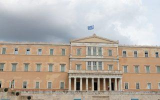 Μεσίστια κυματίζει η σημαία στην Βουλή , Τρίτη 24 Ιουλίου 2018. Τριήμερο εθνικό πένθος κήρυξε ο πρωθυπουργός, Αλέξης Τσίπρας ελληνικό λαό για τα θύματα των φονικών πυρκαγιών στην ανατολική Αττική. ΑΠΕ-ΜΠΕ/ΑΠΕ-ΜΠΕ/Παντελής Σαίτας