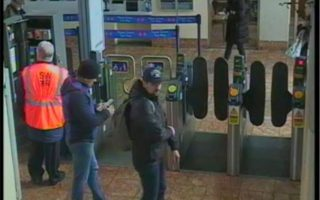 Στη δημοσιότητα έδωσε η βρετανική αστυνομία τις φωτογραφίες των δύο υπόπτων.