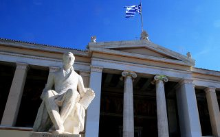 Το Πανεπιστήμιο Αθηνών έχει βελτιώσει τη θέση του, μεταξύ των ελληνικών ΑΕΙ, από την πέμπτη στη δεύτερη.