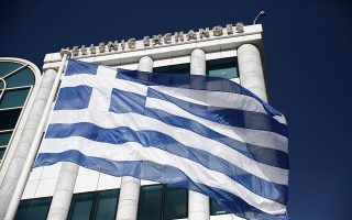 Το ελληνικό Χρηματιστήριο, σύμφωνα με τα στοιχεία της Deutsche Bank, μαζί με το Χρηματιστήριο της Σαγκάης καταγράφουν τις μεγαλύτερες απώλειες από τις αρχές του έτους μεταξύ των διεθνών αγορών, με πτώση της τάξεως του 12,5%, αντίστοιχα.