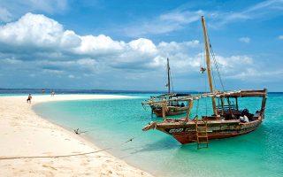 Εξωτισμός σε γενναίες δόσεις στις παραλίες της νησιωτικής χώρας. (Φωτογραφία: AFP/VISUALHELLAS.GR)