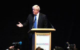 Ο Μπόρις Τζόνσον εκφωνεί ομιλία σε εκδήλωση που οργανώθηκε στο περιθώριο του συνεδρίου των Συντηρητικών, στο Μπέρμιγχαμ.