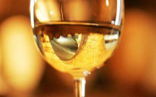 Μπορεί ο οίνος να ευφραίνει καρδίαν, αλλά ελλοχεύει ο κίνδυνος του πρόωρου θανάτου, σύμφωνα με νέα επιστημονική μελέτη.