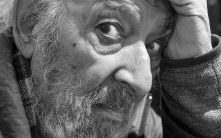 Ενα ωραίο φωτογραφικό πορτρέτο του Αρά Γκιουλέρ που τράβηξε ο φίλος του Μελί Μπερκ, ο οποίος μιλάει στην «Κ».