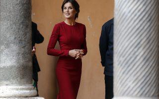 Μόνο κυρίες. Κομψή και πάντα γοητευτική η βασίλισσα της Ισπανίας Λετίθια επισκέπτεται την Ρώμη. Εκεί ως πρέσβειρα καλής θελήσεως του FAO βρέθηκε στην Βασιλική Ακαδημία της Ισπανίας για την Παγκόσμια Ημέρα Τροφής. EPA/RICCARDO ANTIMIANI