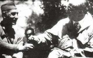 Ο Γρίβας-Διγενής  (αριστερά) συναντήθηκε με τον Ελληνα πρόξενο και μυθιστοριογράφο Ρόδη Ρούφο (δεξιά) στους «Μαύρους Κρεμμούς» της Κύπρου, στις 7 Μαΐου 1956, δεύτερη μέρα του Πάσχα.