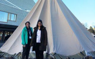 Στο συνέδριο για την Αρκτική Βιοποικιλότητα βρέθηκαν τις προηγούμενες ημέρες η Μανόλια Βουγιούκαλου (δεξιά), συντονίστρια του προγράμματος για τη νανόχηνα και η Ευγενία Πανόριου, υπεύθυνη περιβαλλοντικής εκπαίδευσης της ΕΟΕ.