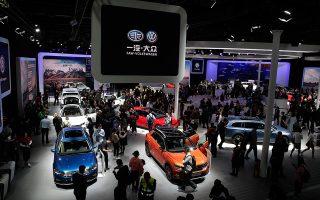 Αίτηση στο υπουργείο Οικονομικών για μείωση του φόρου επί των πωλήσεων κατά 50% κατέθεσαν οι αντιπρόσωποι αυτοκινήτων στην Κίνα.