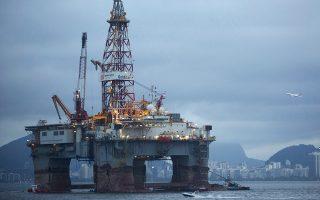 Μειώνεται η προσφορά από τις πετρελαιοπαραγωγούς χώρες του ΟΠΕΚ, καθώς επανέρχεται από τον Νοέμβριο το εμπάργκο κατά του Ιράν, ενώ η Βενεζουέλα βυθίζεται σε οικονομική κρίση, που έχει οδηγήσει σε ραγδαία πτώση της παραγωγής της.