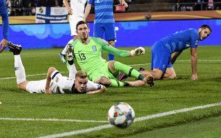 Χωρίς αρχή, μέση και τέλος παρουσιάστηκε χθες η Εθνική στη Φινλανδία, σε ένα ματς με χαρακτήρα τελικού, και μοιραία ηττήθηκε με το... κολακευτικό 2-0.