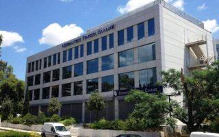 Η επένδυση του ομίλου Βαρδινογιάννη σε ελληνική τράπεζα έρχεται λίγους μήνες μετά την απόκτηση της Marfin Bank Romania στη Ρουμανία και αν και ο όμιλος δεν έχει ακόμα ανοίξει τα χαρτιά του, «σηματοδοτεί μακροπρόθεσμη τοποθέτηση στον κλάδο και όχι απλή επενδυτική κίνηση», υπογραμμίζουν στην «Κ» άριστα ενημερωμένες πηγές.