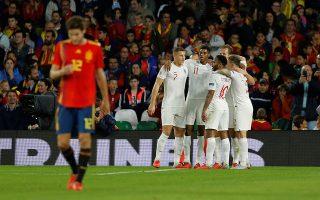 Η Αγγλία προηγήθηκε με 3-0 της Ισπανίας στη Σεβίλλη, αλλά οι «φούριας ρόχας» μάζεψαν την ήττα σε... κόσμια πλαίσια.