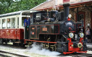 Ο Οδοντωτός Σιδηρόδρομος των Καλαβρύτων, αναπόσπαστο κομμάτι του Φαραγγιού του Βουραϊκού, ενώνει εδώ και 120 χρόνια το Διακοπτό με τα Καλάβρυτα.