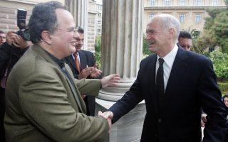 Ο Γ. Παπανδρέου προσέρχεται στην Παλαιά Βουλή για να παρουσιάσει το βιβλίο του Ν. Κοτζιά «Πολιτικό Σύστημα και Ταυτότητα» στις 6 Απριλίου 2009.
