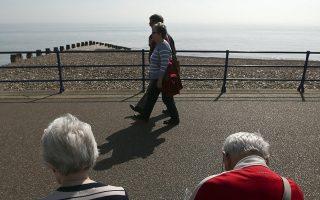 Εντύπωση προκαλεί και αυτό τον μήνα (ισχύει και για πολλούς προηγούμενους) το γεγονός ότι οι συνταξιούχοι ηλικίας μεταξύ 56-65 ετών λαμβάνουν τα υψηλότερα ποσά σύνταξης.
