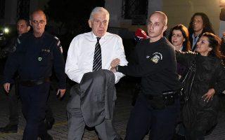 Ο πρώην υπουργός Γιάννος Παπαντωνίου οδηγείται στις φυλακές Κορυδαλλού μετά την πολύωρη απολογία του.