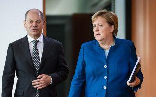 Η καγκελάριος Μέρκελ και ο υπουργός Οικονομικών της Ολαφ Σολτς συμμετείχαν στο χθεσινό υπουργικό συμβούλιο στο Βερολίνο.