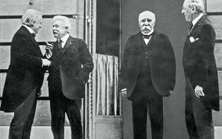 1919. Οι ηγέτες των νικητών Συμμάχων την περίοδο της υπογραφής της Συνθήκης των Βερσαλλιών, με την οποία τερματίστηκε ο Μεγάλος Πόλεμος. Από αριστερά, ο Βρετανός Ντέιβιντ Λόιντ Τζορτζ, ο Ιταλός Βιτόριο Ορλάντο, ο Γάλλος Ζορζ Κλεμανσό και ο Αμερικανός Γούντρο Ουίλσον.