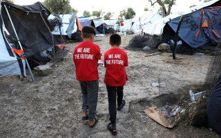 Είναι χαρακτηριστικό ότι το 28% των αιτήσεων ασύλου που κατατίθενται στα νησιά αφορά παιδιά – τα επτά στα δέκα, μάλιστα, κάτω των 12 ετών.