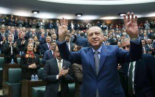 Ο Ταγίπ Ερντογάν προσέρχεται στη συνεδρίαση της κοινοβουλευτικής ομάδας του κόμματός του.
