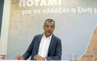 st-theodorakis-o-k-tsipras-omiros-toy-k-kammenoy0
