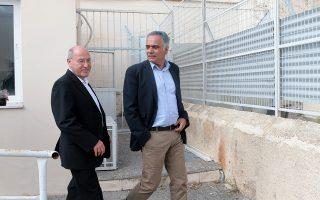 Ο Γραμματέας της Κεντρικής Επιτροπής του ΣΥΡΙΖΑ Πάνος Σκουρλέτης (Δ) μαζί με τον πρόεδρο του Κόμματος Ευρωπαϊκής Αριστεράς και βουλευτή του Die Linke, Γκρέγκορ Γκίζιμε (Α) στις Γυναικείες Φυλακές Κορυδαλλού , Παρασκευή 12 Οκτωβρίου 2018 .Αντιπροσωπεία του ΣΥΡΙΖΑ με επικεφαλής τον Γραμματέα της Κεντρικής Επιτροπής Πάνο Σκουρλέτη και ο πρόεδρος του Κόμματος Ευρωπαϊκής Αριστεράς και βουλευτής του Die Linke, Γκρέγκορ Γκίζι, παρακολουθήσαν τη δίκη της Χρυσής Αυγής, στη δικαστική αίθουσα των Γυναικείων Φυλακών Κορυδαλλού.  ΑΠΕ-ΜΠΕ/ΑΠΕ-ΜΠΕ/Παντελής Σαίτας