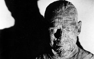 Ο θρυλικός Βρετανός ηθοποιός Μπόρις Κάρλοφ με το χαρακτηριστικό μακιγιάζ της «Μούμιας». (Φωτ. A.P.)