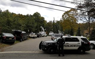 epa07117024 Local police close the street near the home of Former US First Lady and Secretary of State Hillary Rodham Clinton in Chappaqua, New York, USA, 24 October 2018. According to news reports, a suspicious package allegedly containing an explosive device was sent to Hillary and Bill Clinton's home but was intercepted by the US Secret Service.  EPA/PETER FOLEY