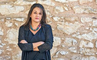 """«Ιστορικά, η Ελλάδα δεν είναι χώρα του σκηνοθέτη, αλλά του ηθοποιού. Ωστόσο, αυτή τη στιγμή διεθνώς, αλλά και στη χώρα μας, μιλάμε πια για """"παράσταση του σκηνοθέτη"""" και όχι """"των ηθοποιών""""», λέει η Ελσα Ανδριανού."""