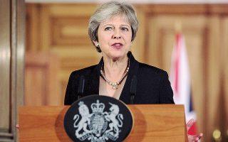 Η Τερέζα Μέι προσπαθεί να εξασφαλίσει από τις Βρυξέλλες ένα ήπιο Brexit, με εγγυήσεις για τη Βόρειο Ιρλανδία.