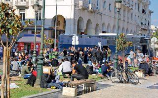 Στο κέντρο φιλοξενίας προσφύγων στα Διαβατά μεταφέρθηκαν χθες, έπειτα από οργανωμένη αστυνομική επιχείρηση, δεκάδες μετανάστες, οι οποίοι είχαν καταλύσει τις τελευταίες ημέρες στην πλατεία Αριστοτέλους, στο κέντρο της Θεσσαλονίκης.