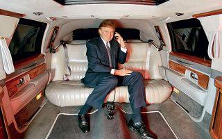 Οργισμένα απάντησε ο Ντόναλντ Τραμπ στο δημοσίευμα των New York Times που αναφέρει ότι εξασφάλισε 413 εκατ. δολάρια τη δεκαετία του '90 (εδώ σε φωτογραφία του 1999) χάρη σε νομότυπα τεχνάσματα φοροαποφυγής. Εταιρείες–βιτρίνα και υπερτιμολόγηση υπηρεσιών ελαχιστοποίησαν τους φόρους γονικής παροχής και κληρονομιάς που όφειλε ο Φρεντ Τραμπ, «πατριάρχης» της οικογένειας και πατέρας του σημερινού προέδρου των ΗΠΑ, ο οποίος σε κάθε ευκαιρία εμφανίζει τον εαυτό του ως αυτοδημιούργητο επιχειρηματία.