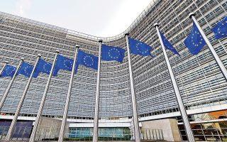 Στην επιστολή της προς την ιταλική κυβέρνηση η Κομισιόν υπογραμμίζει τη σημαντική παρέκκλιση της τάξεως του 1,5% από τους συμφωνημένους στόχους στο Σύμφωνο Σταθερότητας του Απριλίου 2018, η οποία θέτει σε κίνδυνο τη βιωσιμότητα του ιταλικού δημόσιου χρέους. Η Ευρωπαϊκή Επιτροπή ζήτησε από την ιταλική κυβέρνηση να απαντήσει μέχρι τη Δευτέρα 22 Οκτωβρίου.